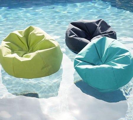 Ghế lười bãi biển, bể bơi
